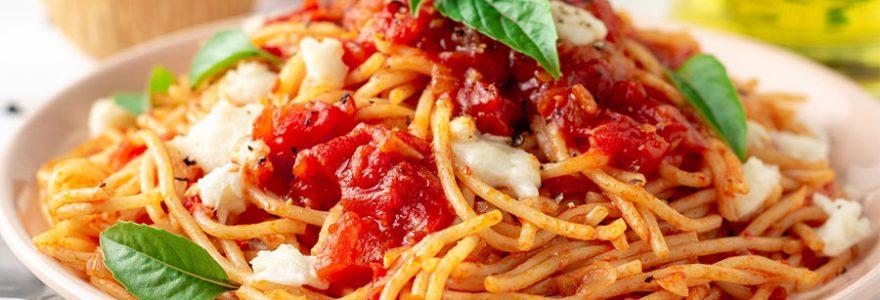 Les pâtes sont des nourritures traditionnelles italiennes les plus populaires au monde. Découvrez les grandes variétés de ces aliments italiennes.